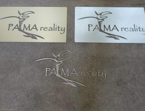 Vyřezané logo firmy na fasádu nebo do interiéru.